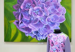На открытии персональной выставки Веры Хайрутдиновой «Скажи это цветами»