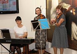 Выступают Татьяна Чекменёва, Марина Липатова и Наталья Семягина